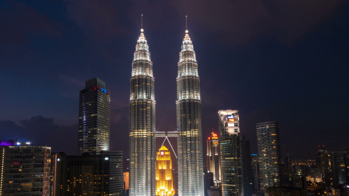 Melihat Keindahan Kota Malaysia Dari Puncak Menara Petronas