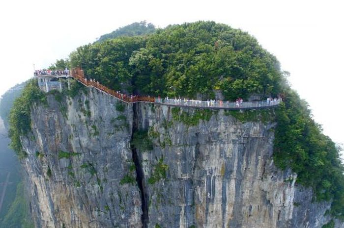 Coiling Dragon Cliff Skywalk - Jembatan Kaca Yang Indah Di China