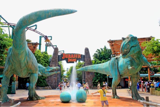 Dinosaurus Menyerang Universal Studio Singapore, Lari !